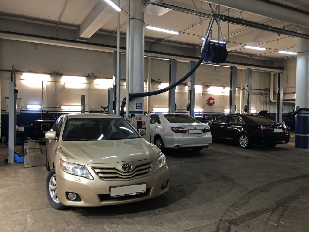 toyota-camry-service-001